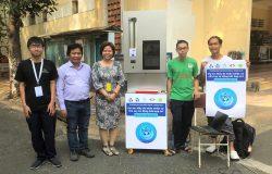 Sinh viên năm nhất chế tạo máy đo thân nhiệt và rửa tay tự động tích hợp IOT